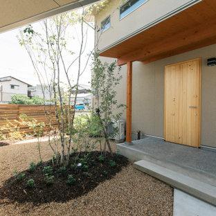 他の地域の片開きドア和風のおしゃれな玄関 (ベージュの壁、淡色木目調のドア) の写真