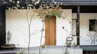 焼杉と漆喰の家