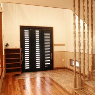 Идея дизайна: узкая прихожая в восточном стиле с полом из керамической плитки, раздвижной входной дверью, черной входной дверью и бирюзовым полом