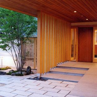 Foto på en orientalisk entré, med grått golv