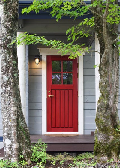 & Ideas we Love: 28 Coloured Doors That Make a Warm Welcome