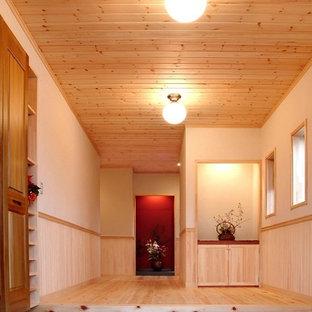 Idée de décoration pour une entrée craftsman de taille moyenne avec un couloir, un mur blanc, un sol en bois clair, une porte double, une porte en bois foncé et un sol beige.