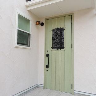 Ejemplo de puerta principal romántica con paredes blancas, suelo de travertino, puerta simple y puerta verde