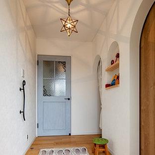 他の地域の地中海スタイルのおしゃれな玄関の写真