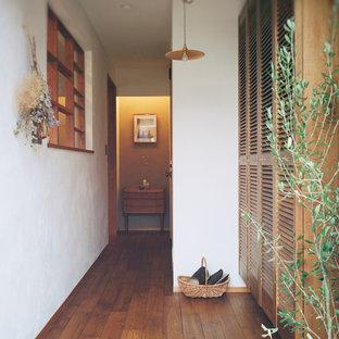 名古屋のコンテンポラリースタイルのおしゃれな玄関 (白い壁) の写真