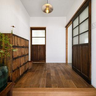 シャビーシック調のおしゃれな玄関の写真