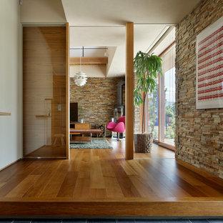Idéer för en modern farstu, med beige väggar