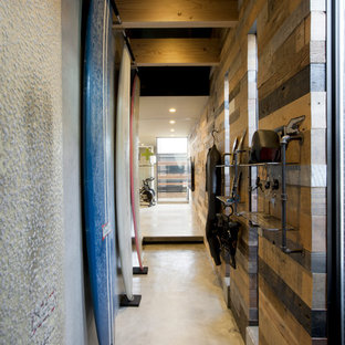 Mid-sized urban concrete floor entry hall photo in Yokohama with brown walls