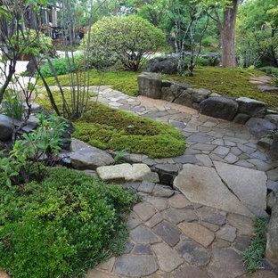Foto di un ampio portico etnico con pavimentazioni in pietra naturale
