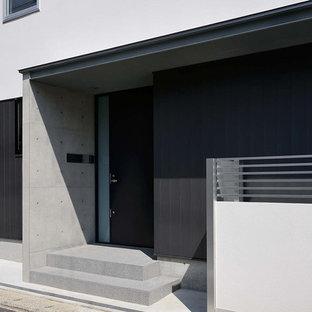 Immagine di un piccolo patio o portico con pannellatura moderno davanti casa con pavimentazioni in cemento e un tetto a sbalzo