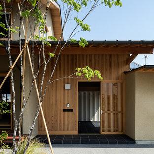Удачное сочетание для дизайна помещения: веранда на переднем дворе в восточном стиле с покрытием из плитки - самое интересное для вас
