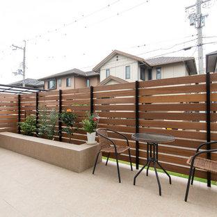 Imagen de terraza marinera, de tamaño medio, en patio delantero, con huerto, suelo de baldosas y toldo
