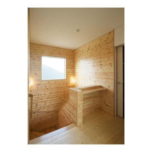 Diseño de escalera en U y madera con escalones de madera, contrahuellas de madera, barandilla de madera y madera