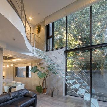 ガラス階段のある家