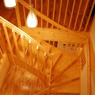 神戸の北欧スタイルのおしゃれな階段の写真