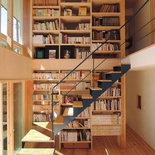 Imagen de escalera en L, actual, pequeña, sin contrahuella, con escalones de madera