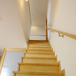 横浜の北欧スタイルのおしゃれな階段の写真
