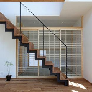 Источник вдохновения для домашнего уюта: прямая лестница в восточном стиле с деревянными ступенями и деревянными подступенками