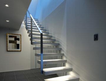 光が落ちてくる階段