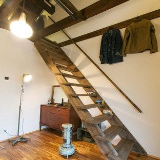 Diseño de escalera recta, asiática, sin contrahuella, con escalones de madera y barandilla de madera