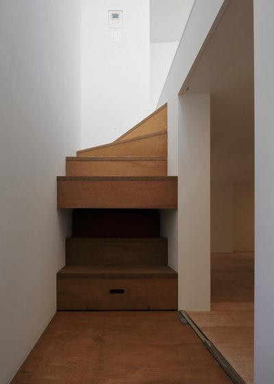モダン 階段 by 山本卓郎建築設計事務所 TAKURO YAMAMOTO ARCHITECTS