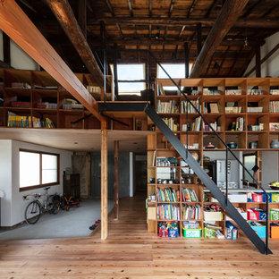 神戸の木の和風のおしゃれなオープン階段 (金属の手すり) の写真
