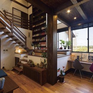 他の地域の木のアジアンスタイルのおしゃれな階段 (木材の手すり) の写真