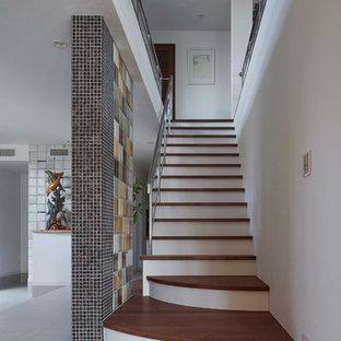 東京23区の木のエクレクティックスタイルのおしゃれな直階段の写真