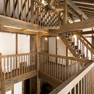 名古屋の木のカントリー風おしゃれな階段 (木材の手すり) の写真