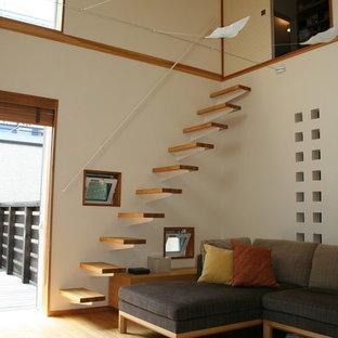Immagine di una scala a rampa dritta etnica con pedata in legno e nessuna alzata