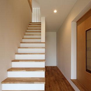 他の地域の木のアジアンスタイルのおしゃれな直階段の写真