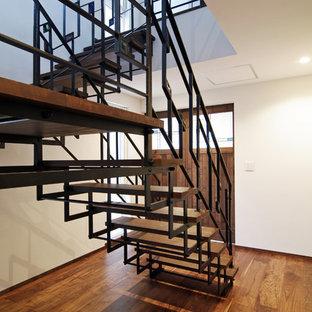 他の地域の木のアジアンスタイルのおしゃれな階段の写真
