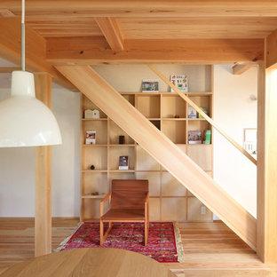 他の地域の木のモダンスタイルのおしゃれな直階段 (木材の手すり) の写真