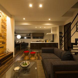 Ejemplo de escalera en L y papel pintado, de estilo zen, de tamaño medio, sin contrahuella, con escalones de madera, barandilla de metal y papel pintado