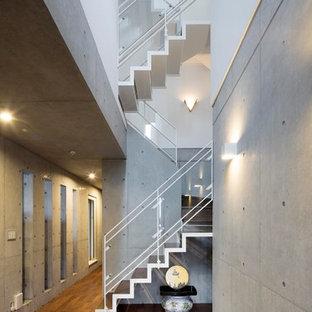 横浜のインダストリアルスタイルのおしゃれな折り返し階段の写真