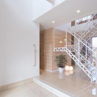 他の地域のコンテンポラリースタイルのおしゃれなオープン階段 (金属の手すり) の写真