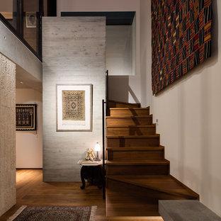 横浜の木のアジアンスタイルの階段の画像 (木の蹴込み板)