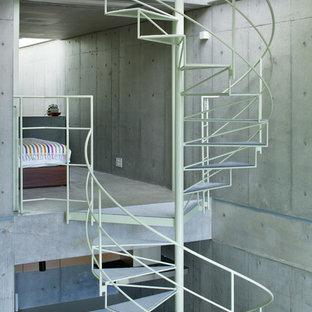 東京23区のコンクリートのインダストリアルスタイルのおしゃれな階段の写真