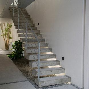 他の地域のコンクリートのモダンスタイルのおしゃれな直階段の写真