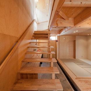 名古屋の中くらいの木の和風のおしゃれな階段 (木材の手すり) の写真