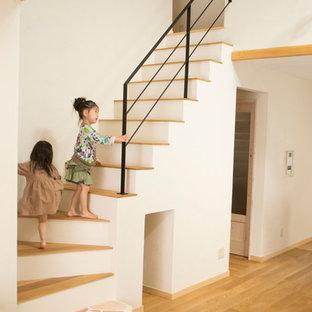 神戸のフローリングの和風のおしゃれな階段 (混合材の手すり) の写真