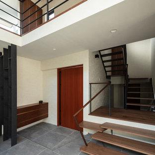 他の地域の木のミッドセンチュリースタイルのおしゃれな階段 (混合材の手すり) の写真