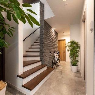 横浜の小さいモダンスタイルのおしゃれな階段の写真