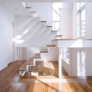 福岡の木のインダストリアルスタイルのおしゃれな階段 (金属の手すり) の写真