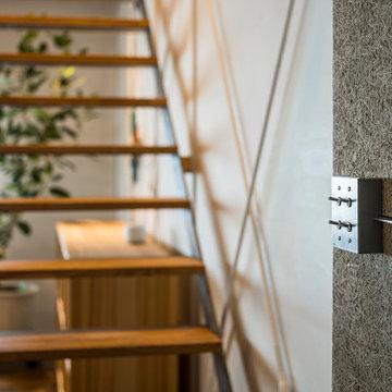 鉄骨階段とトグルスイッチ