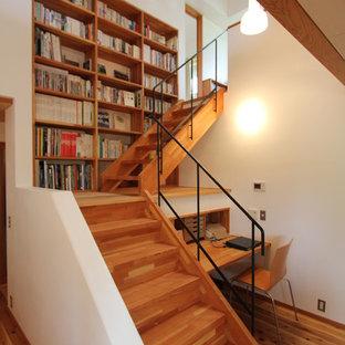 Imagen de escalera en L, de estilo zen, pequeña, con escalones de madera y contrahuellas de madera