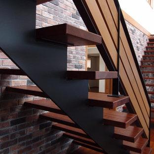 Diseño de escalera recta y papel pintado, minimalista, grande, con escalones de madera, barandilla de varios materiales y papel pintado