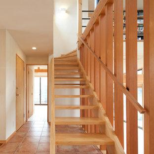 Idee per una scala a rampa dritta country con pedata in legno, alzata in legno e parapetto in legno