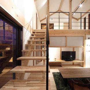 他の地域の木の和風のおしゃれな階段 (金属の手すり) の写真