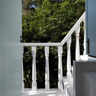 他の地域のシャビーシック調のおしゃれな階段の写真